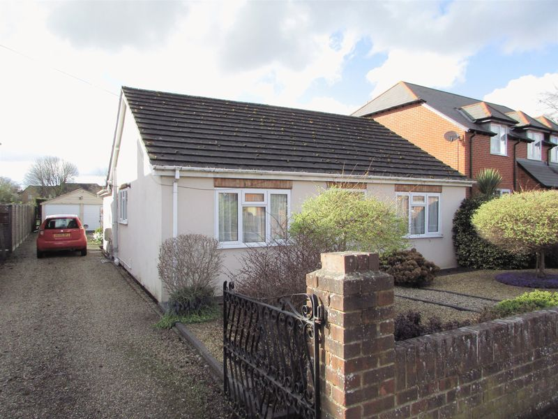 3 Bedrooms Detached Bungalow for sale in Newport Road, Newbury