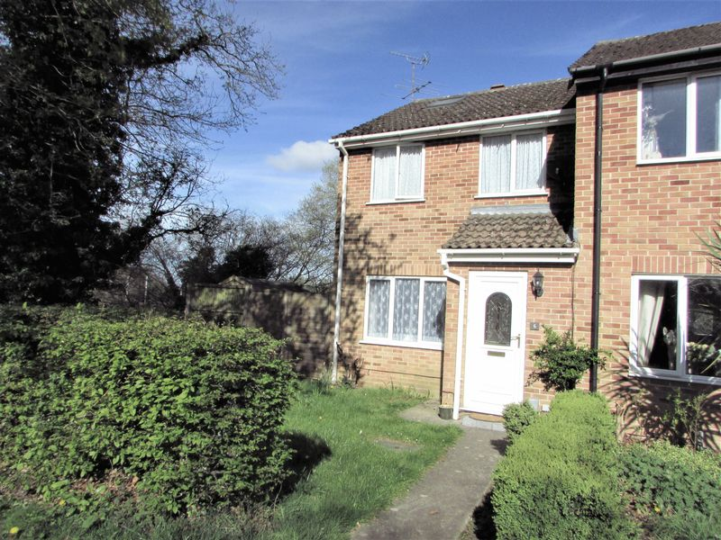 3 Bedrooms Semi Detached House for sale in Hebden Close, Thatcham