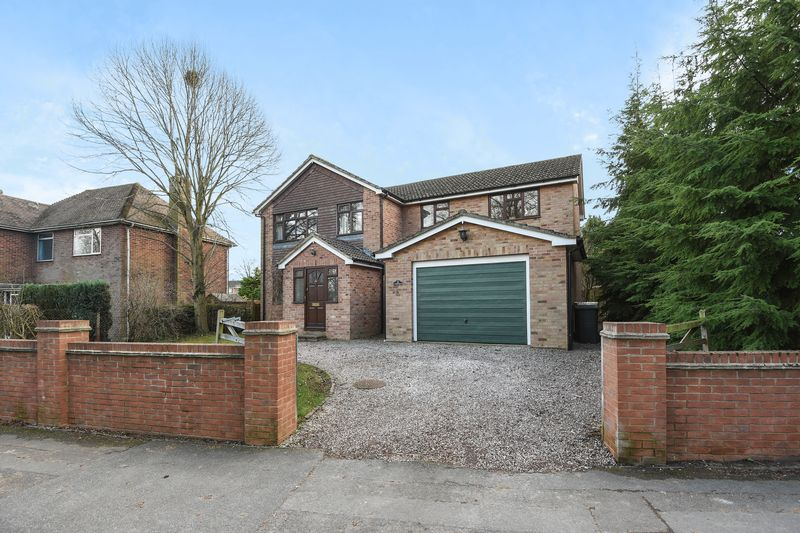 5 Bedrooms Detached House for sale in Grove Road, Newbury