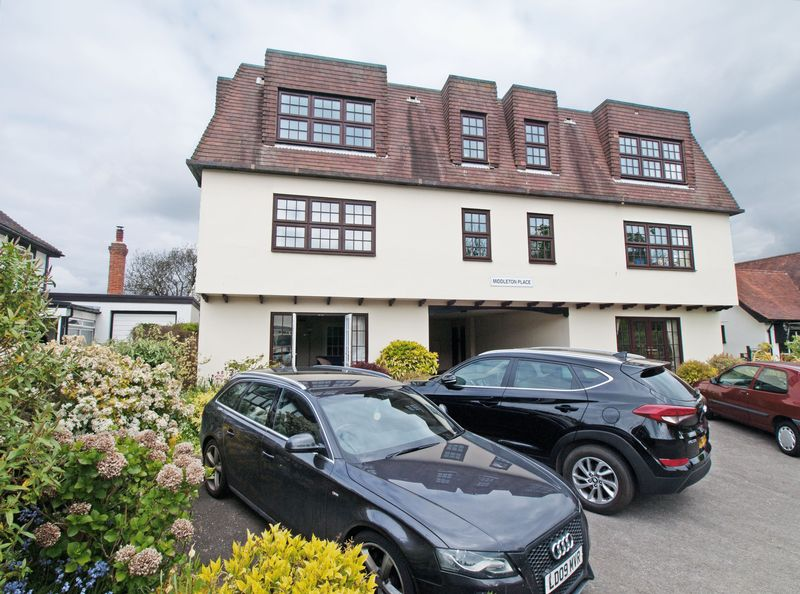 2 Bedrooms Flat for sale in Middleton-on-Sea, West Sussex