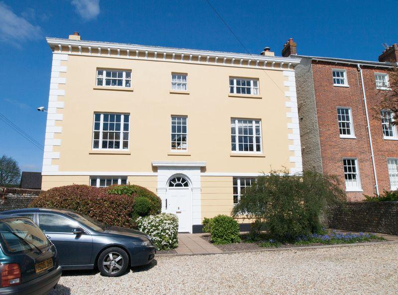 2 Bedrooms Flat for sale in Bognor Regis, West Sussex