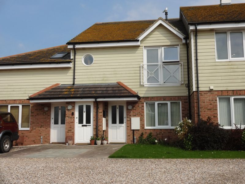 2 Bedrooms Flat for sale in Elmer, West Sussex
