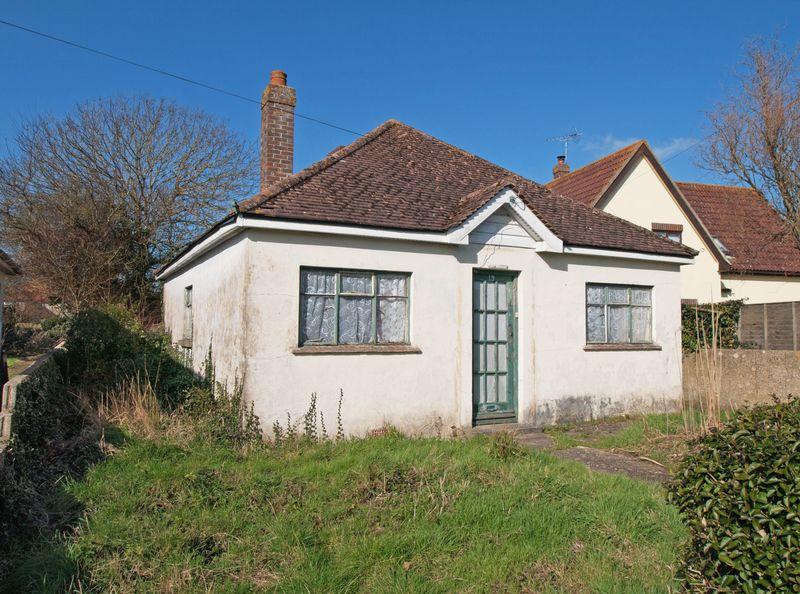 3 Bedrooms Detached Bungalow for sale in Felpham, West Sussex