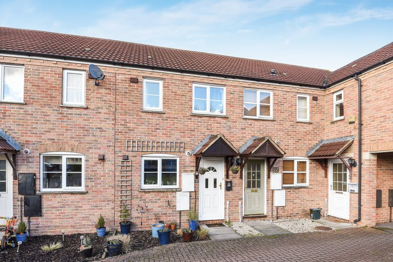 2 Bedrooms Terraced House for sale in St. Hildas Close, Didcot