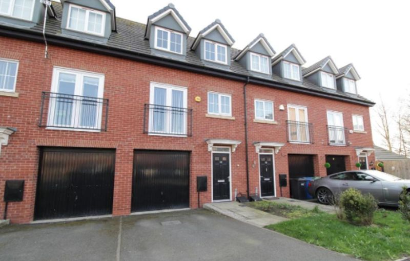 3 Bedrooms Terraced House for sale in Northcroft, Atherton, Manchester, Greater Manchester.