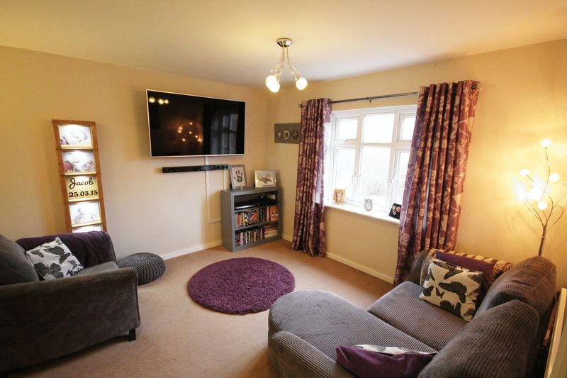2 Bedrooms Flat for sale in Shalefield Gardens, Atherton, Manchester, Greater Manchester.