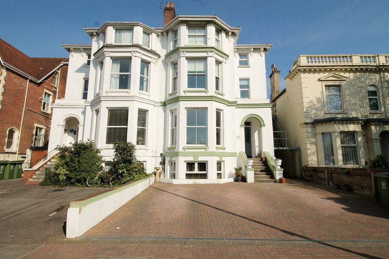2 Bedrooms Flat for sale in Victoria Road South, Southsea