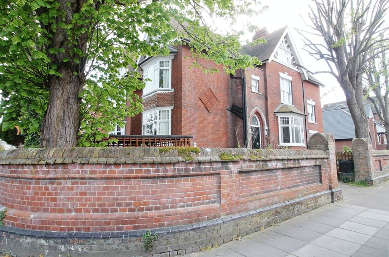 3 Bedrooms Terraced House for sale in Helena Road, Southsea