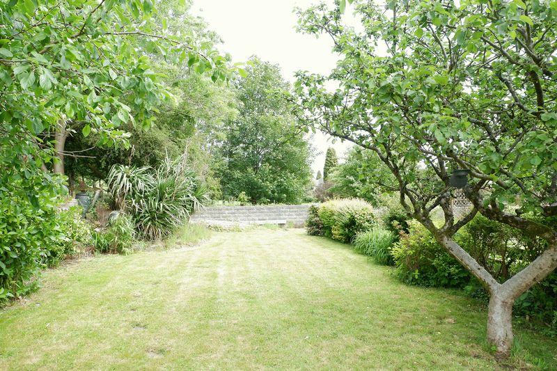 Dunraven Crescent Forest Hills