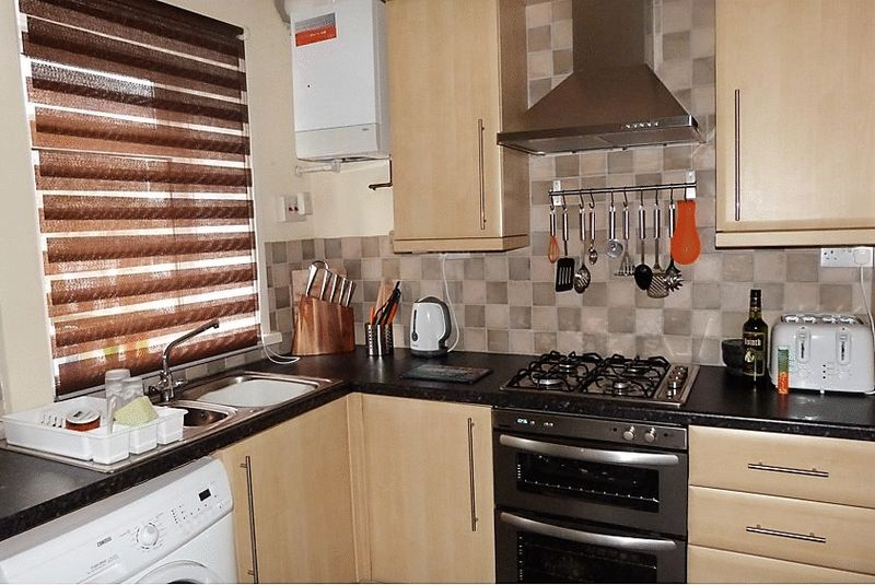 2 Bedrooms Terraced House for sale in Edward Street, Bacup, Rossendale, OL13 9EW
