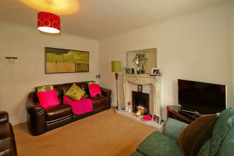 3 Bedrooms Semi Detached House for sale in Hereford Way, Middleton, Manchester, M24 2NJ