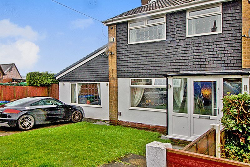 3 Bedrooms Semi Detached House for sale in Lloyd Street, Heywood, OL10 2BP