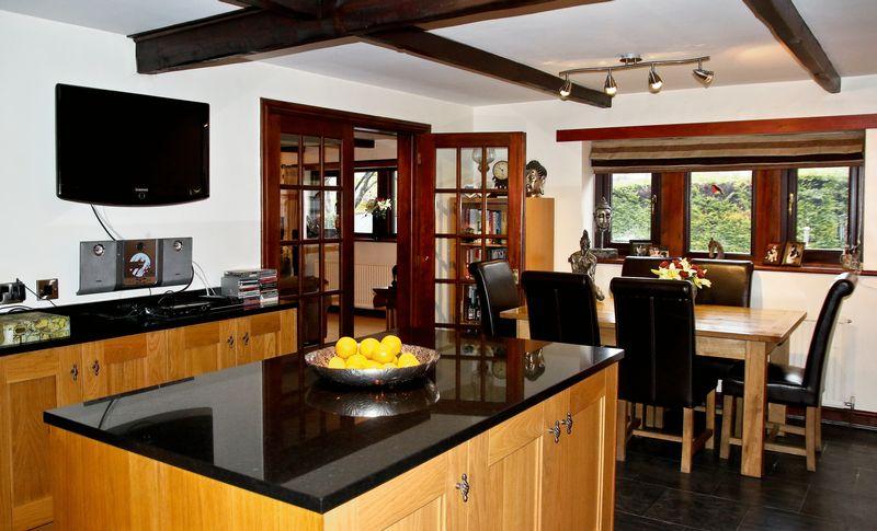 4 Bedrooms Detached House for sale in Peel Cottage Road, Walsden, Todmorden, OL14 7QJ