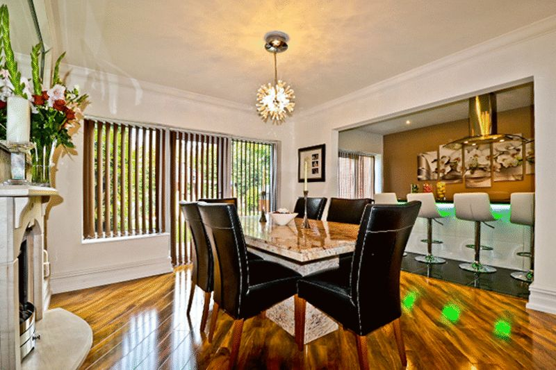 5 Bedrooms Detached House for sale in Standmoor Road, Manchester M45 7PN