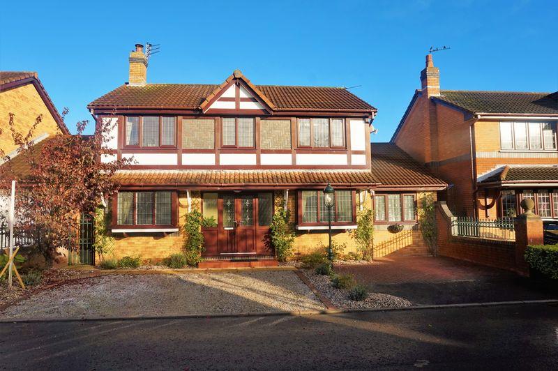 5 Bedrooms Detached House for sale in Turnberry Close, Kirkham, Preston, PR4 2TE