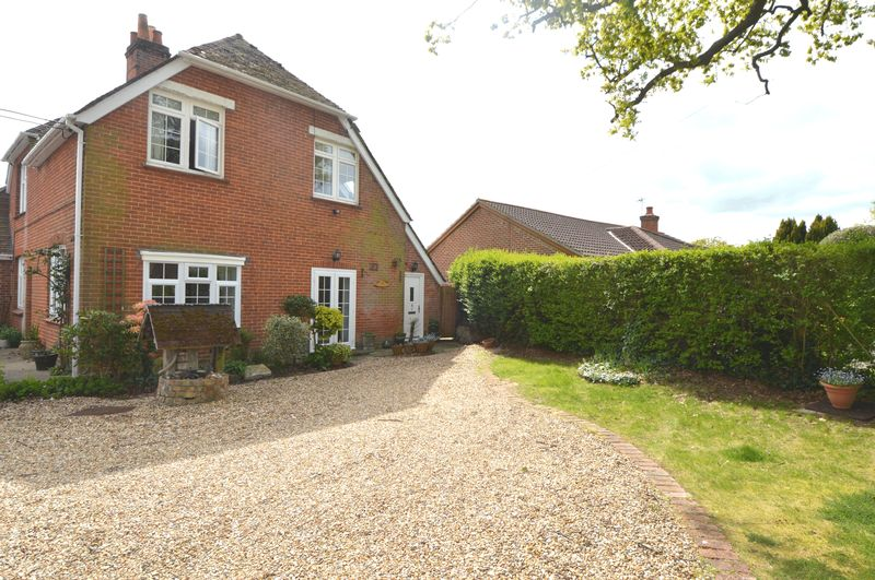 2 Bedrooms Semi Detached House for sale in Burnt House Lane, Stubbington, Hants