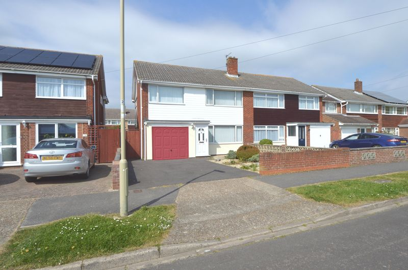 3 Bedrooms Semi Detached House for sale in Snowdon Drive, Fareham