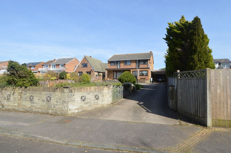 4 Bedrooms Detached House for sale in Dormy Way, Gosport, Hampshire