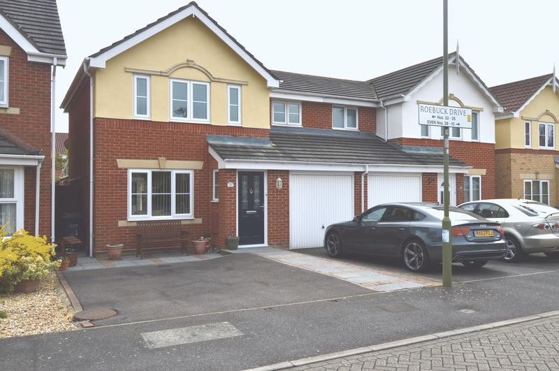 3 Bedrooms Semi Detached House for sale in Roebuck Drive, Priddys Hard, Gosport