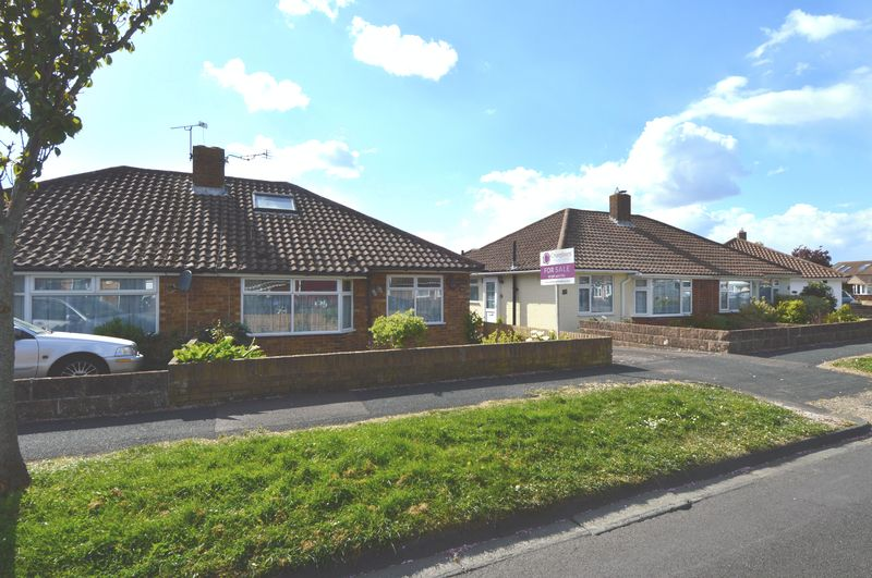 3 Bedrooms Semi Detached Bungalow for sale in Queens Crescent, Stubbington, Fareham