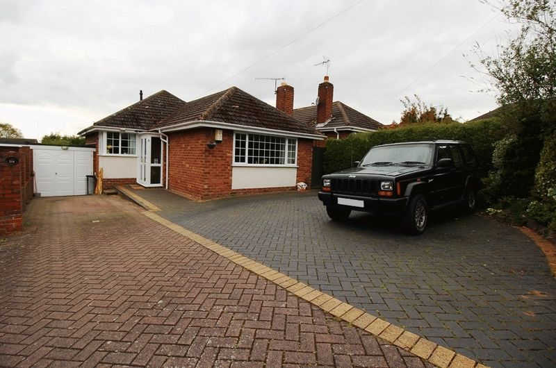 3 Bedrooms Detached Bungalow for sale in Keats Close, SEDGLEY