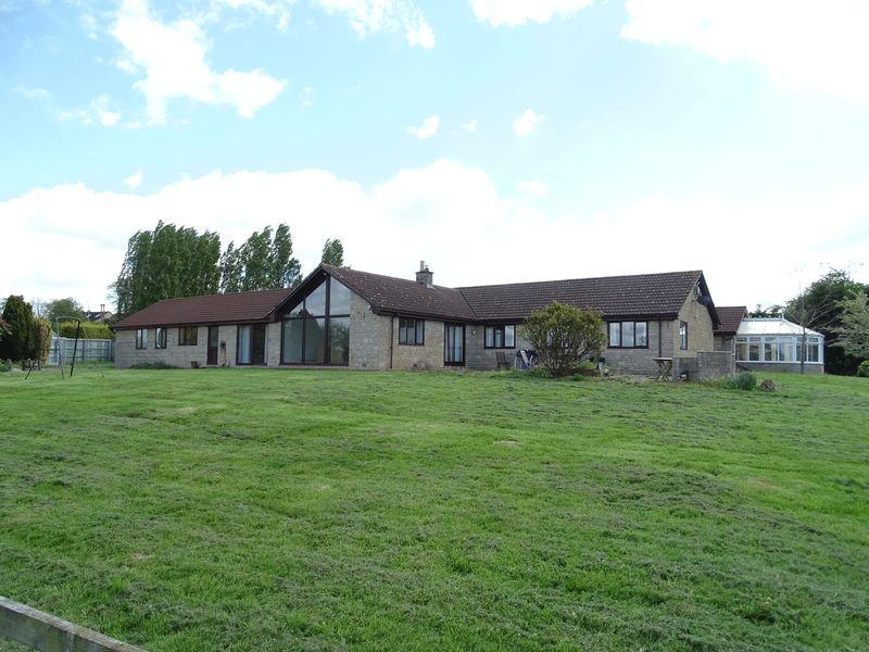 9 Bedrooms Detached House for sale in Yarnbrook Road, Trowbridge