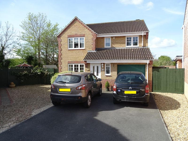 4 Bedrooms Detached House for sale in Saxifrage Bank, Melksham, Wiltshire