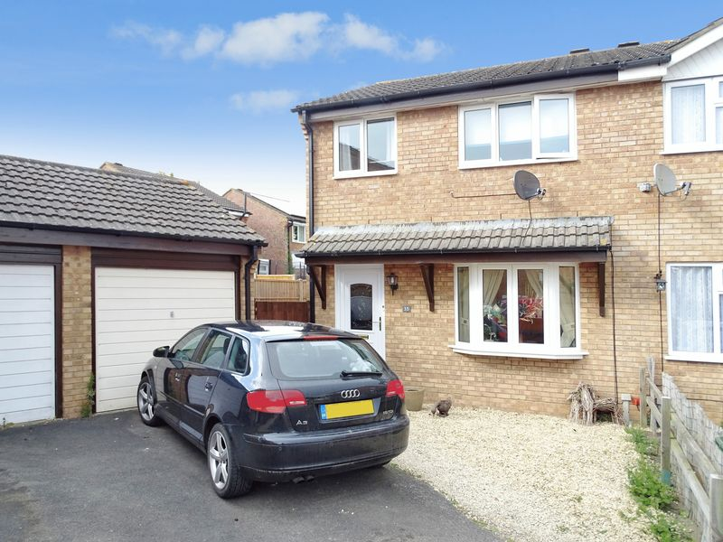 3 Bedrooms Semi Detached House for sale in Bowerhill, Melksham