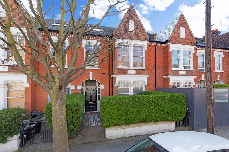 Flat for sale in Huron Road, Balham