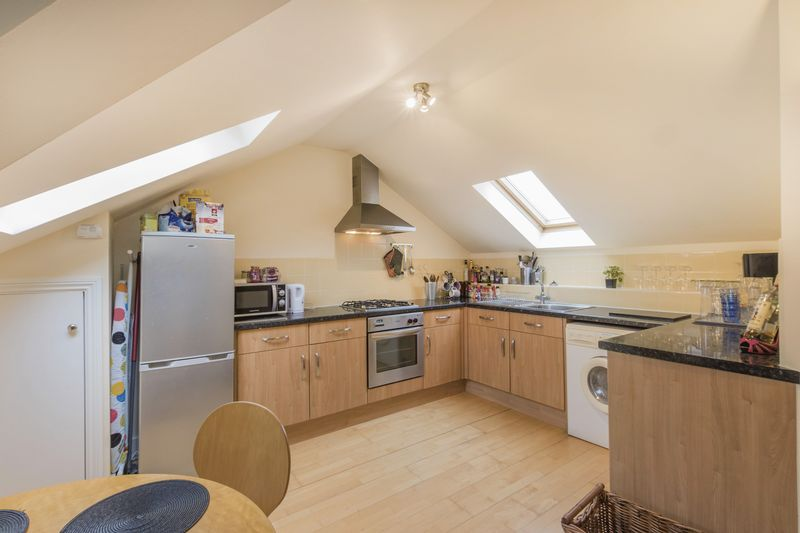 2 Bedrooms Flat for sale in Devonshire Road, Colliers Wood