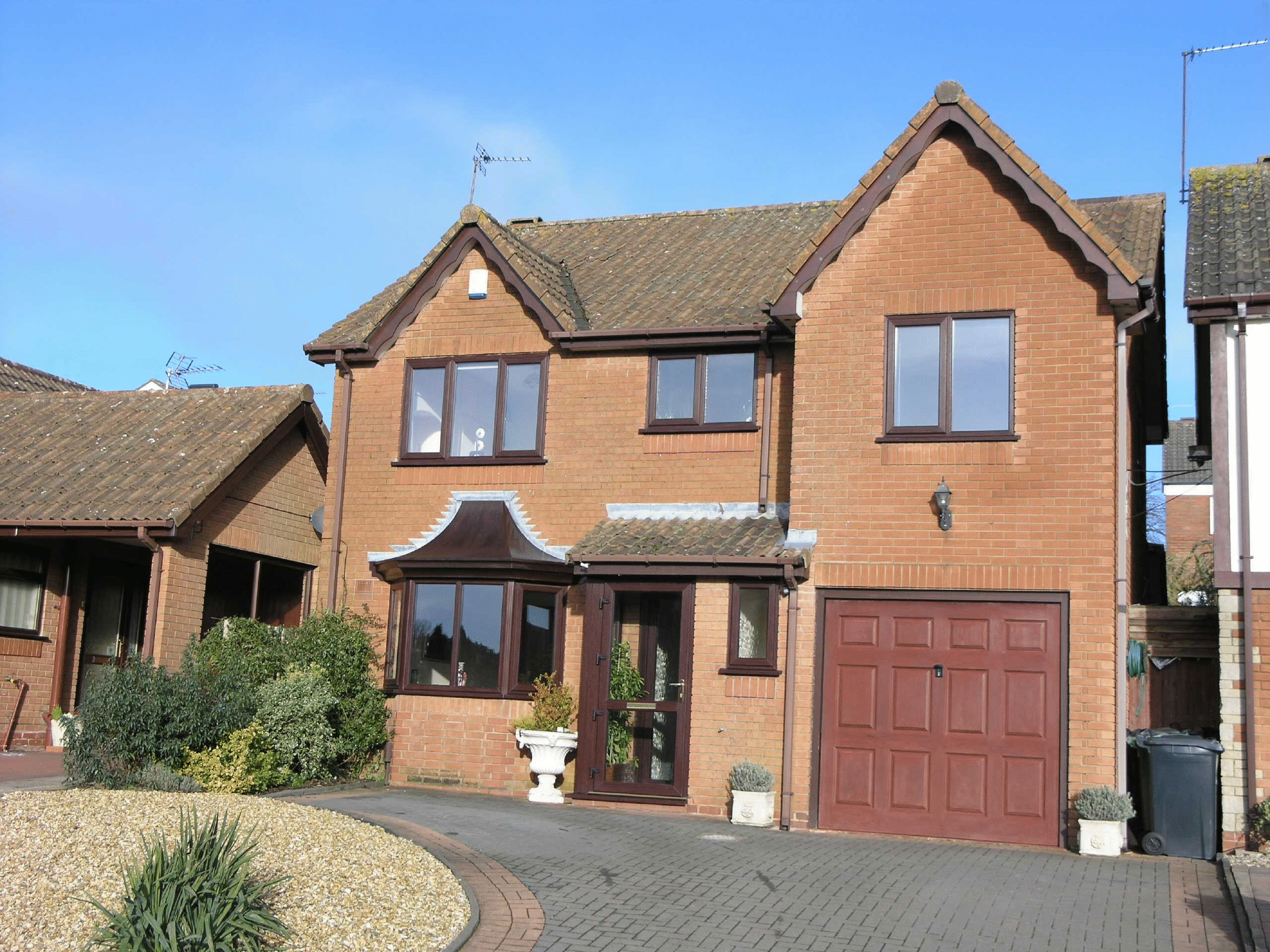 4 Bedrooms Detached House for sale in Tamar Drive, Woodsetton, Dudley, West Midlands, DY3 1DA