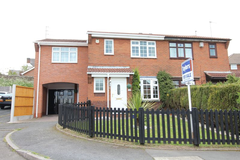 4 Bedrooms Semi Detached House for sale in Harvest Close, Upper Gornal