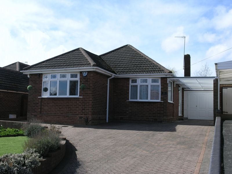 3 Bedrooms Detached Bungalow for sale in Ruskin Avenue, Straits, Lower Gornal
