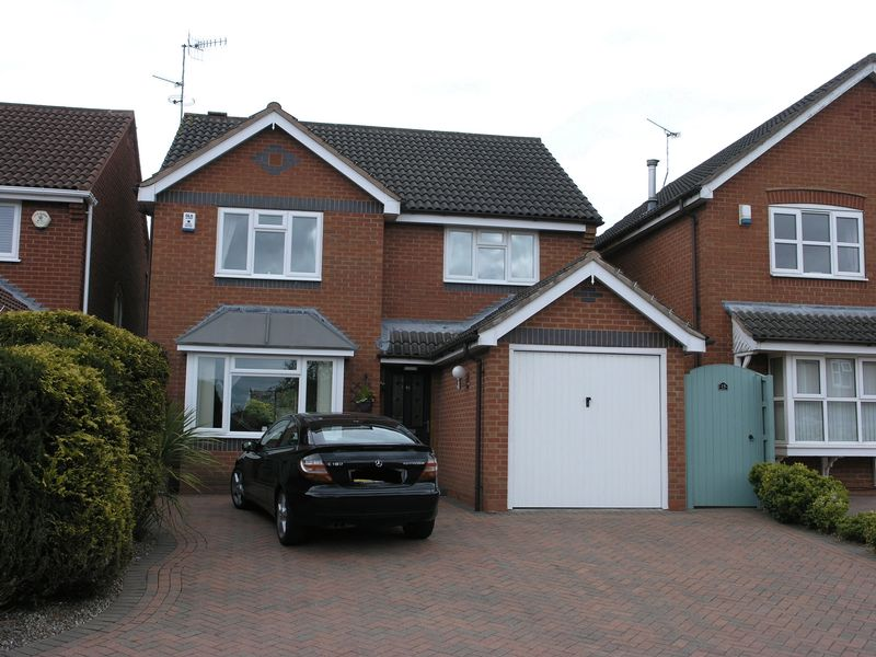 3 Bedrooms Detached House for sale in Wilmot Gardens, Dudley