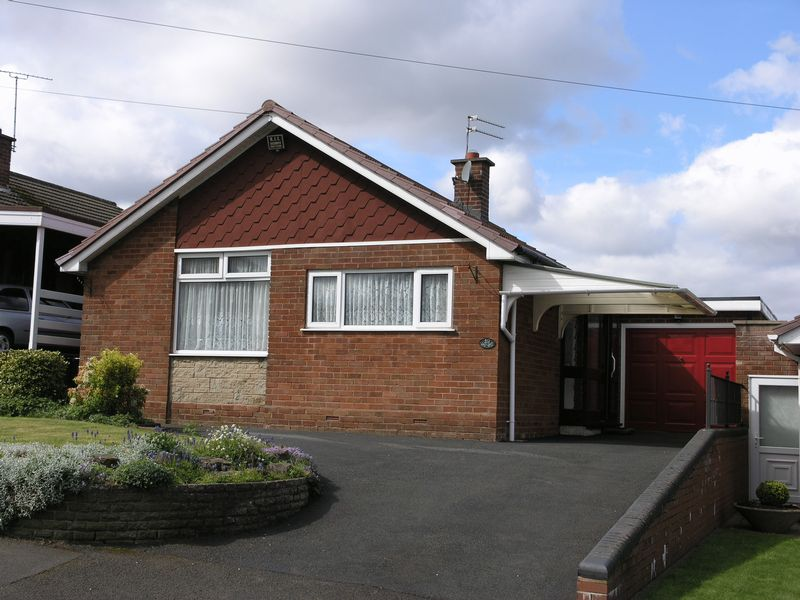 2 Bedrooms Detached Bungalow for sale in Gower Road, Dudley