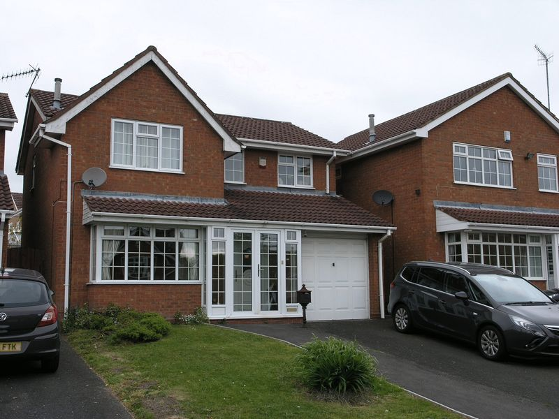 4 Bedrooms Detached House for sale in Yarner Close, Dudley