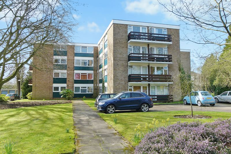 2 Bedrooms Flat for sale in Abbots Park, St. Albans