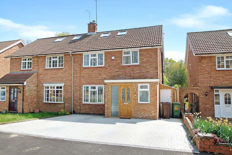 4 Bedrooms Semi Detached House for sale in Claremont, Bricket Wood