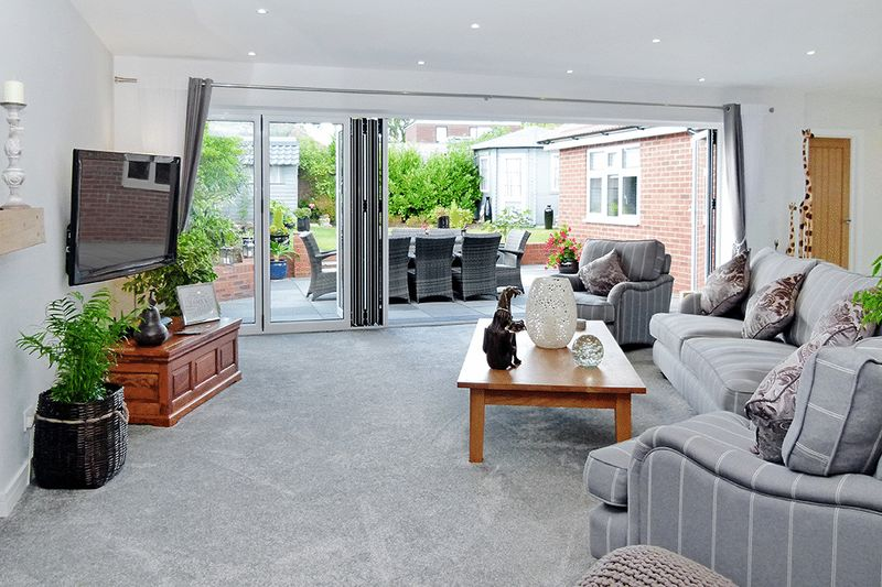 3 Bedrooms Detached House for sale in Watford Road, Chiswell Green