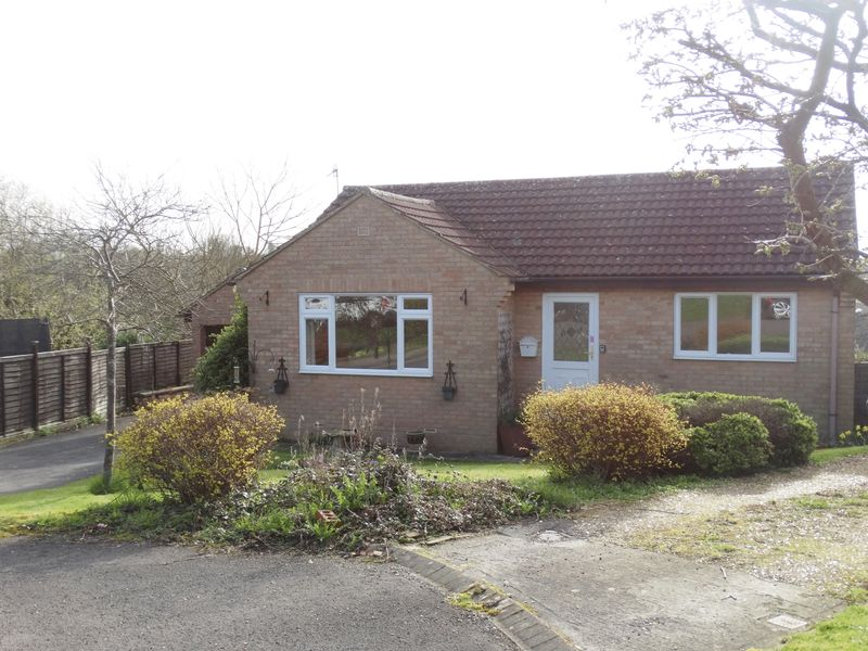 2 Bedrooms Detached Bungalow for sale in High View Close, Tisbury