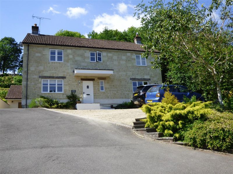 4 Bedrooms Detached House for sale in Tisbury Road, Fovant