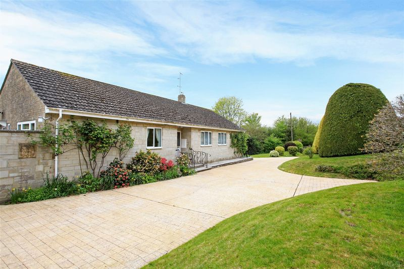 4 Bedrooms Detached Bungalow for sale in Mill Orchard, Fovant