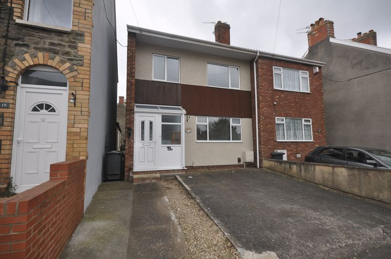 3 Bedrooms Semi Detached House for sale in Court Road, Kingswood