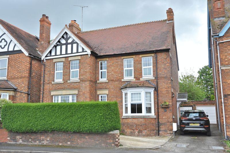 4 Bedrooms Detached House for sale in Burford Road, Evesham, WR11 3AG