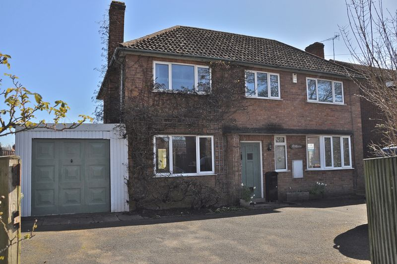 3 Bedrooms Detached House for sale in Peewit Road, Hampton, Evesham, WR11 2NH
