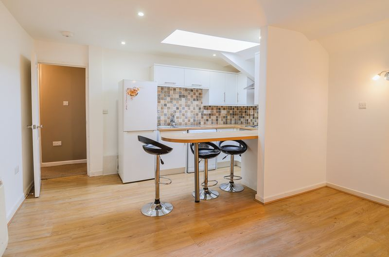 2 Bedrooms Flat for sale in Abergavenny