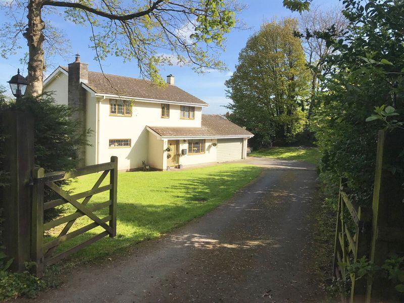4 Bedrooms Detached House for sale in Llanvihangel Crucorney