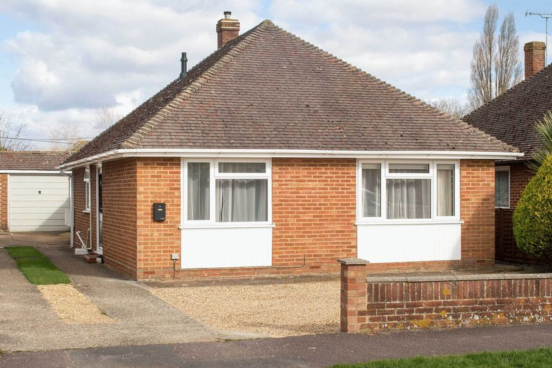 3 Bedrooms Detached Bungalow for sale in Totton