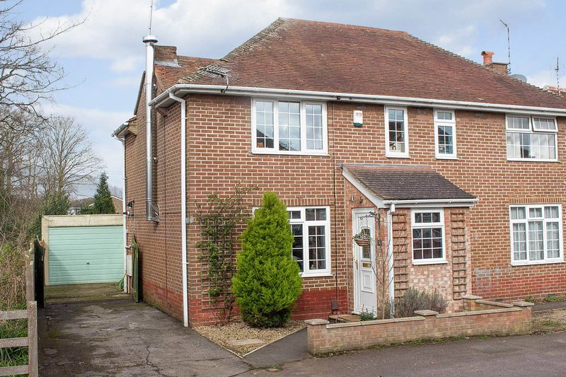 3 Bedrooms Semi Detached House for sale in Totton