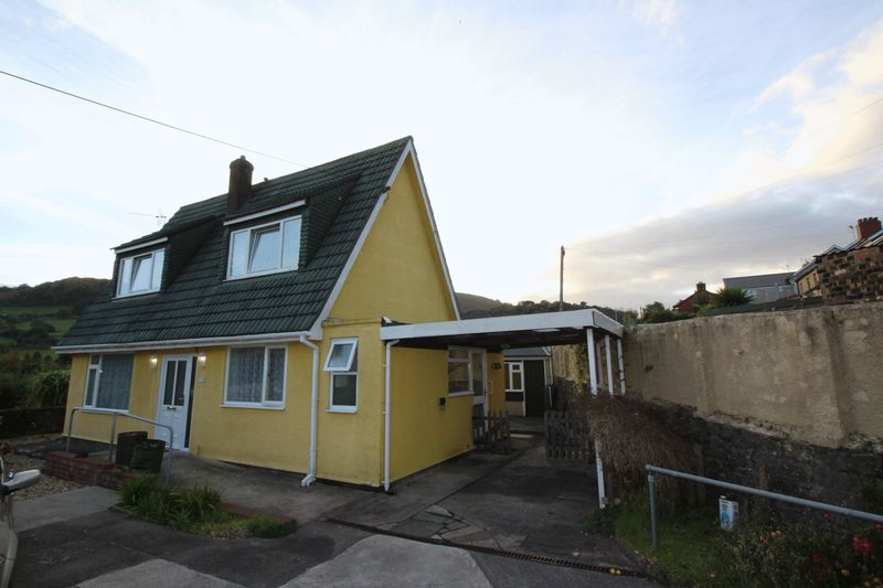 3 Bedrooms Detached House for sale in Hillside, Risca, Newport